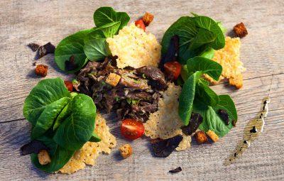 Salade césar au confit de canard